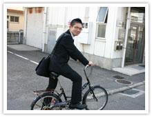 写真:自転車で出社
